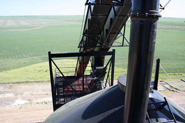 Tahıl püskürtme makinesinde uzatılmış servis ömrü sunan astar plakası