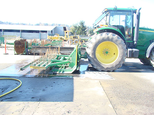 Liner in paving attachment generates better tracks