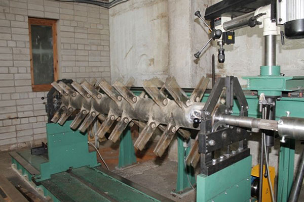 Grain crushing knives with long service life