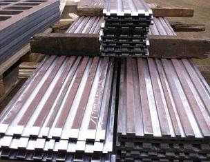 Продление срока службы направляющих цепей лесопильной установки