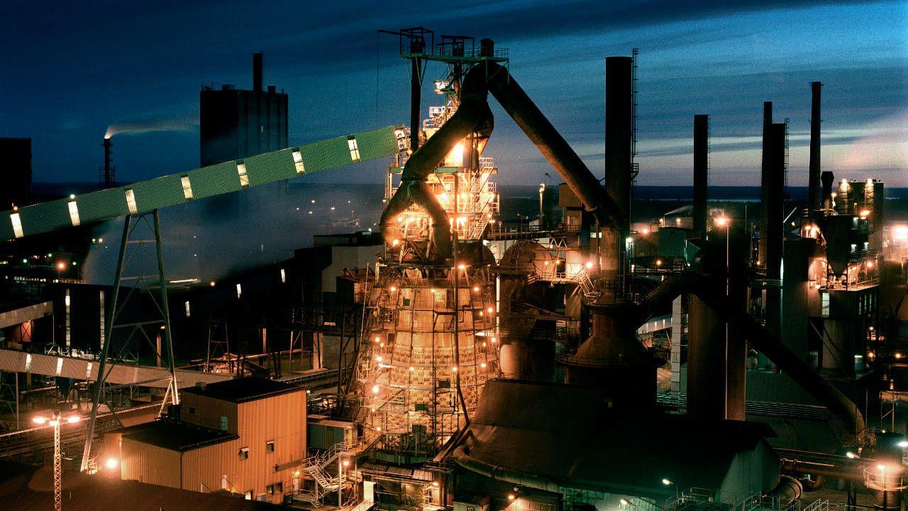 Night image of SSAB steel mill