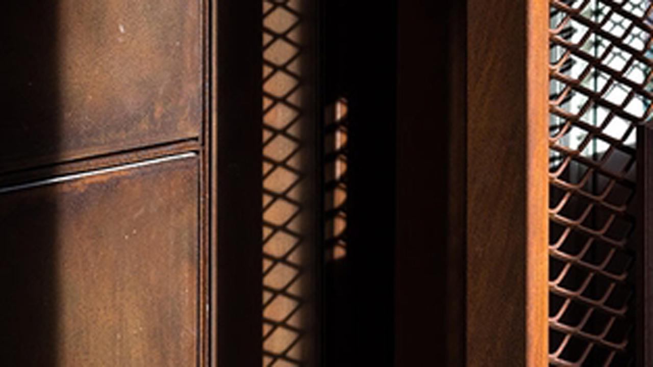 El uso de acero COR-TEN® original garantiza que la apariencia, la longevidad y las propiedades mecánicas del material cumplen sus expectativas.