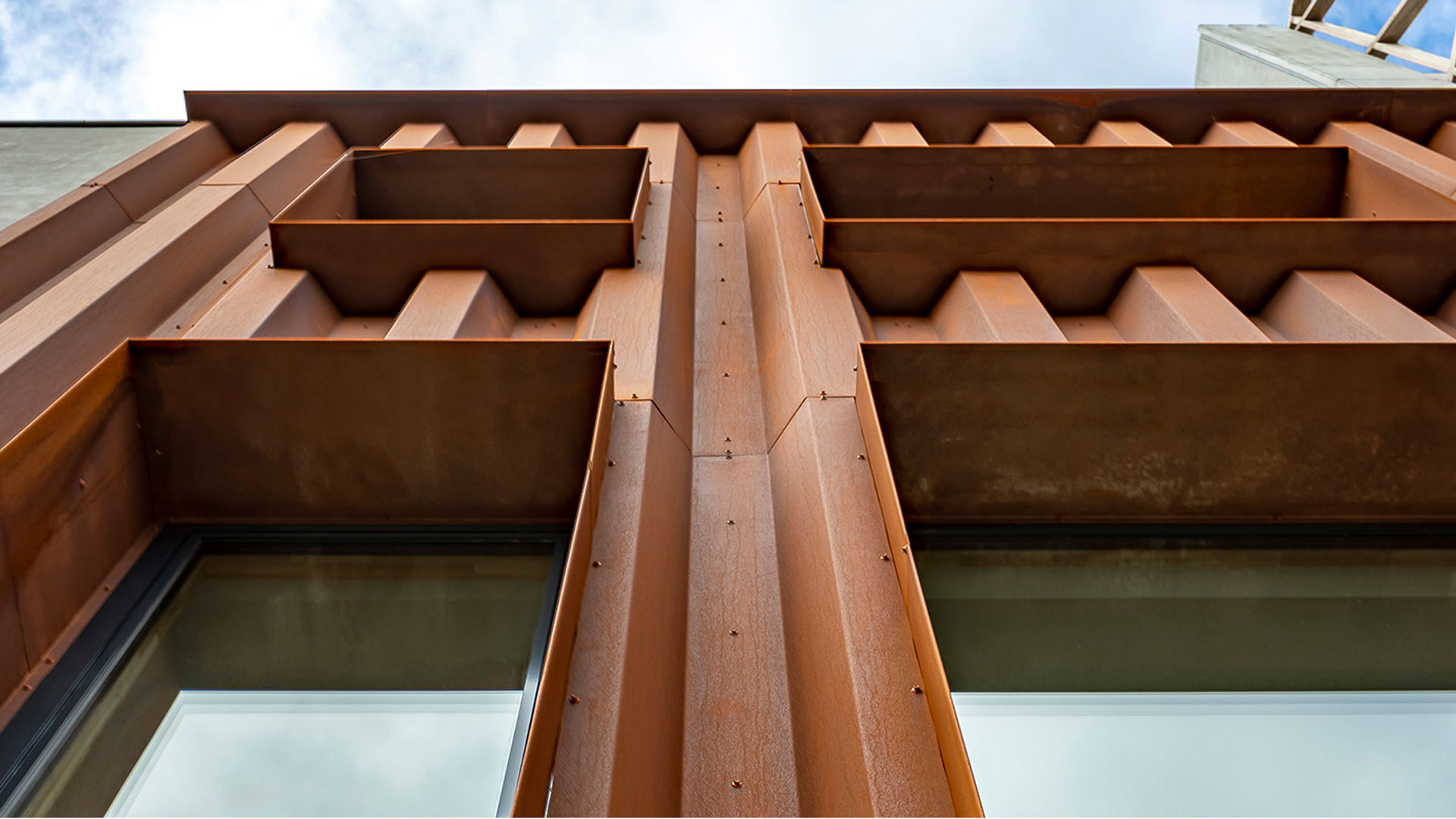 A COR-TEN® acél felhasználásával megépült Amsterdam Klaprozenweg épület
