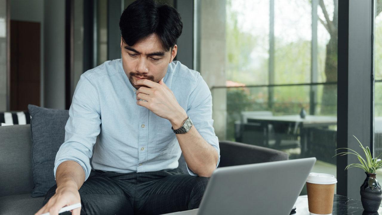 Assistindo a seminários online sobre o Docol