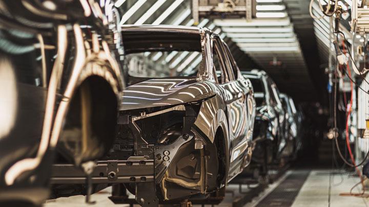 Lue Katsaus autoteollisuuden maailmaan