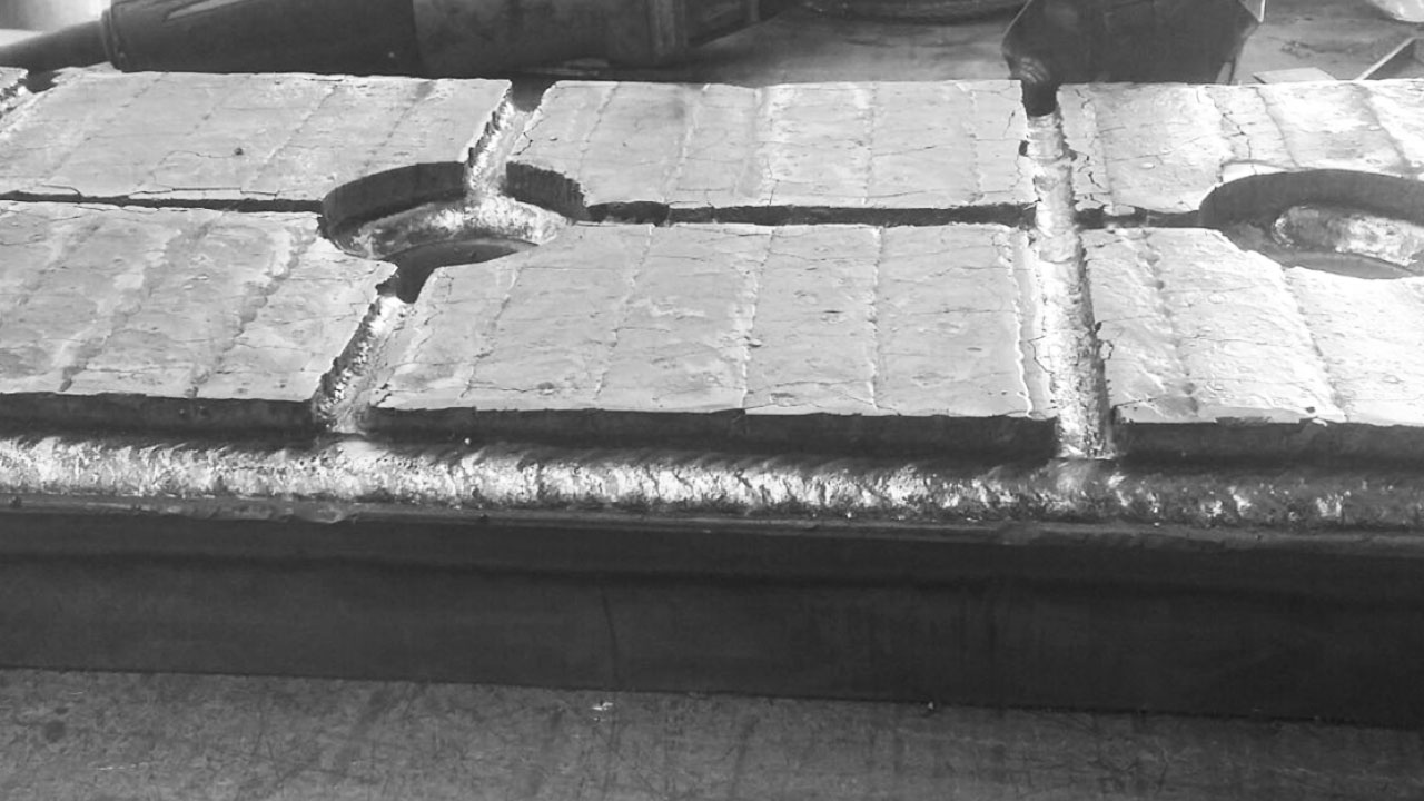 Conveyor liner plate