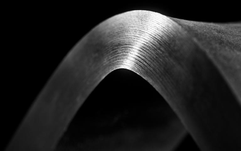 Výjimečně tvrdá a houževnatá ocel