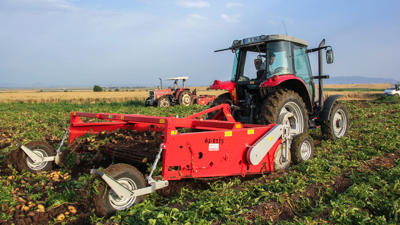 A four-row potato harvester with Hardox® wear steel in its blades