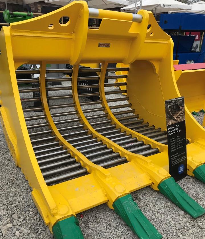 용접하지 않아 자유롭게 움직일 수 있는 60 mm(2.362 in.) 환봉 제품으로 제작된 L형 스켈레톤 버켓.