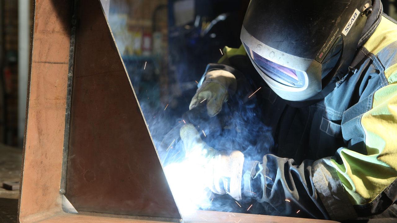 Welders enjoy the same easy-to-use properties of Hardox® 500 Tuf as other Hardox® wear plate grades.