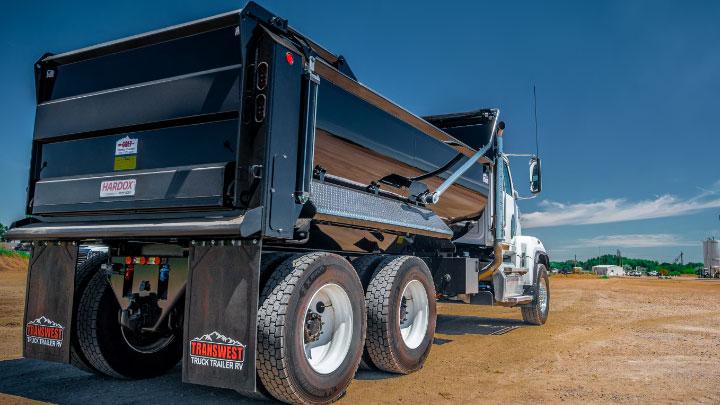A black dump truck with trailer body made in Hardox® 500 Tuf.