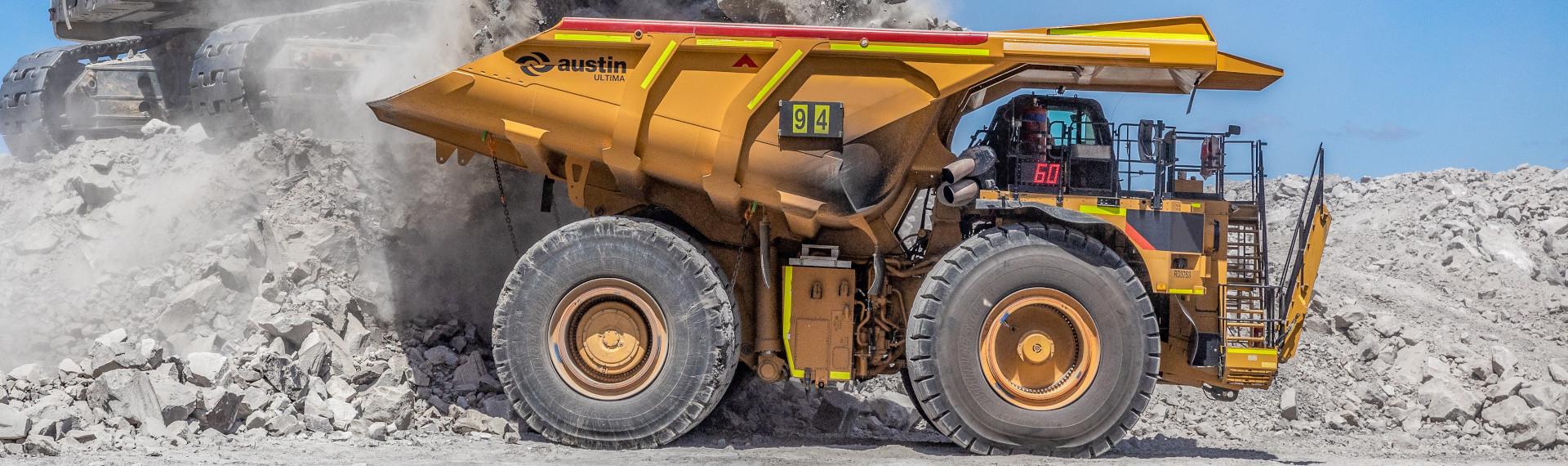 Az Austin extra nagy méretű bányászati teherautója, amely 25%-kal kevesebbet nyom a Hardox® 500 Tuf acélnak köszönhetően