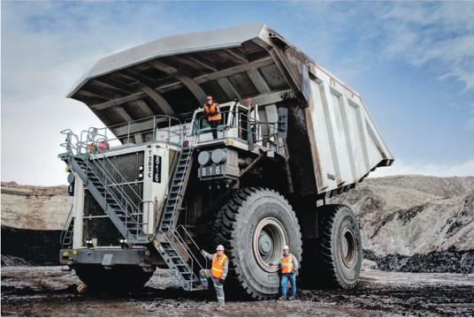 Austin/Westechs flak T282C med flödesreglering på Peabodys kolgruva North Antelope Rochelle. Gruvan ligger i Powder River Basin i Wyoming, USA, och är världens största kolgruva vad gäller reserver