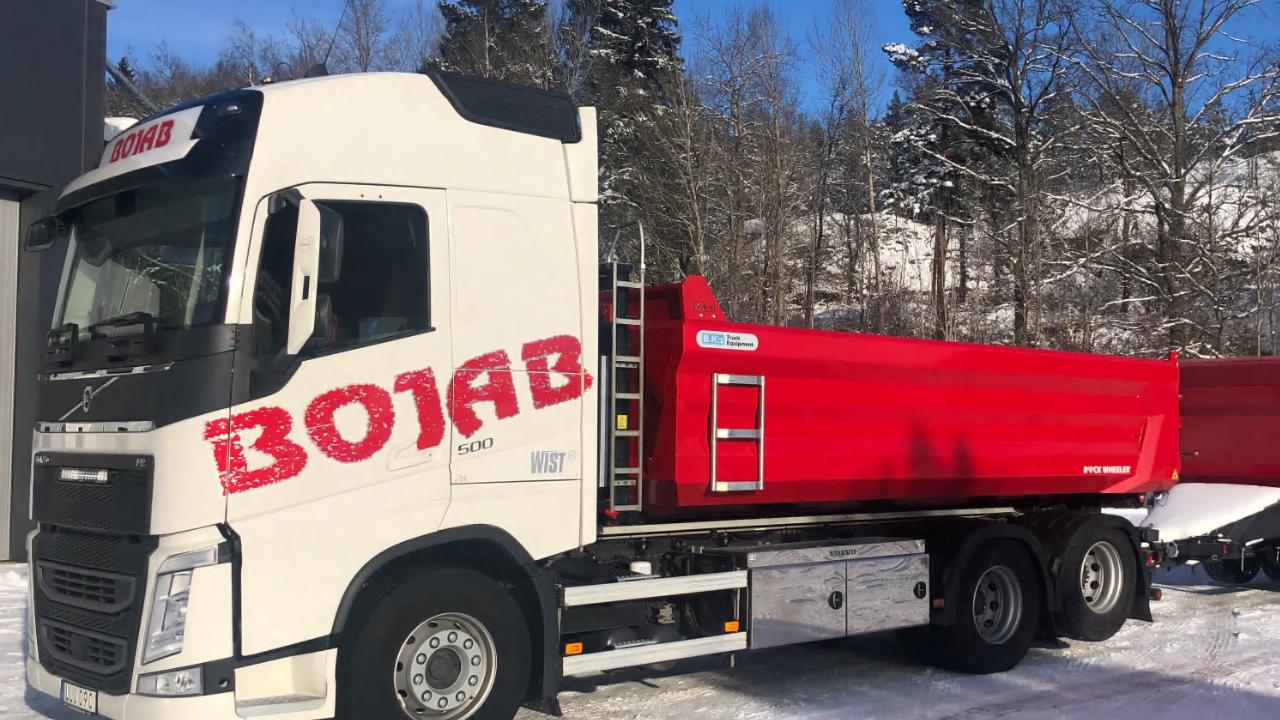 Bojabs nya tippbil och släp från B.K:s är redo för de tuffaste lasterna.