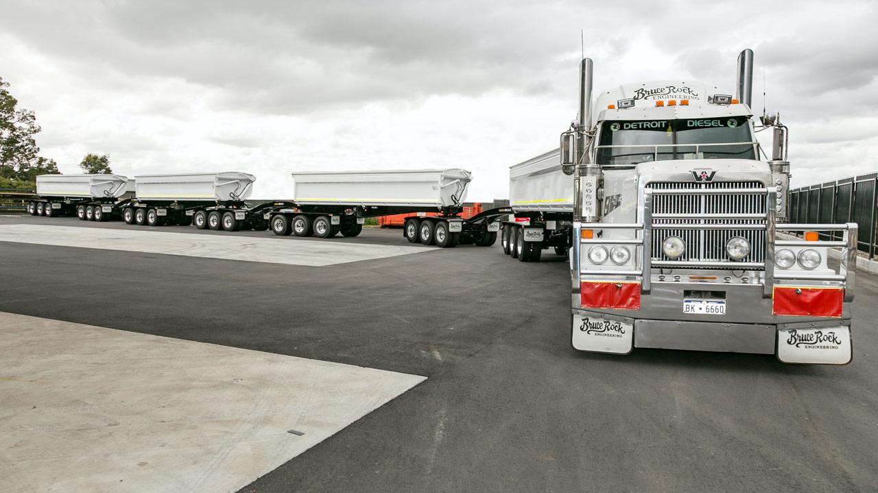 A Super-Quad road train with trailer bodies made in Hardox® HiAce.