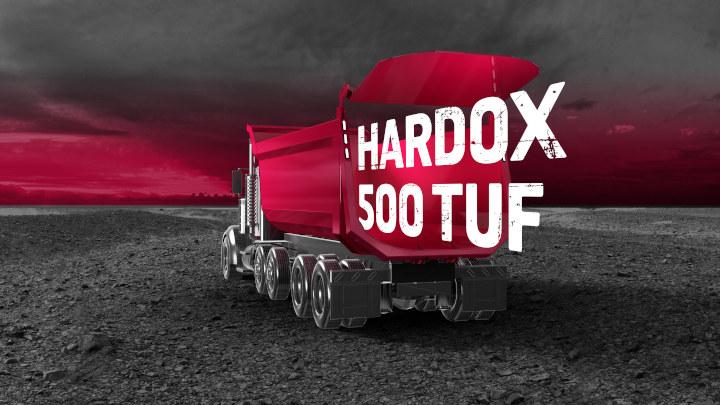 덤프트럭 적재함에 붙어있는 hardox 500 tuf 로고