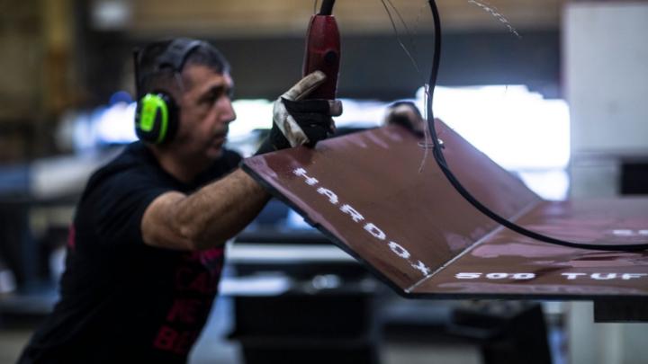 Operator working on a bent plate of Hardox® 500 Tuf.