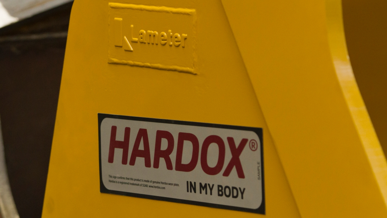 The Hardox® In My Body sign of quality on a Lameter excavator bucket