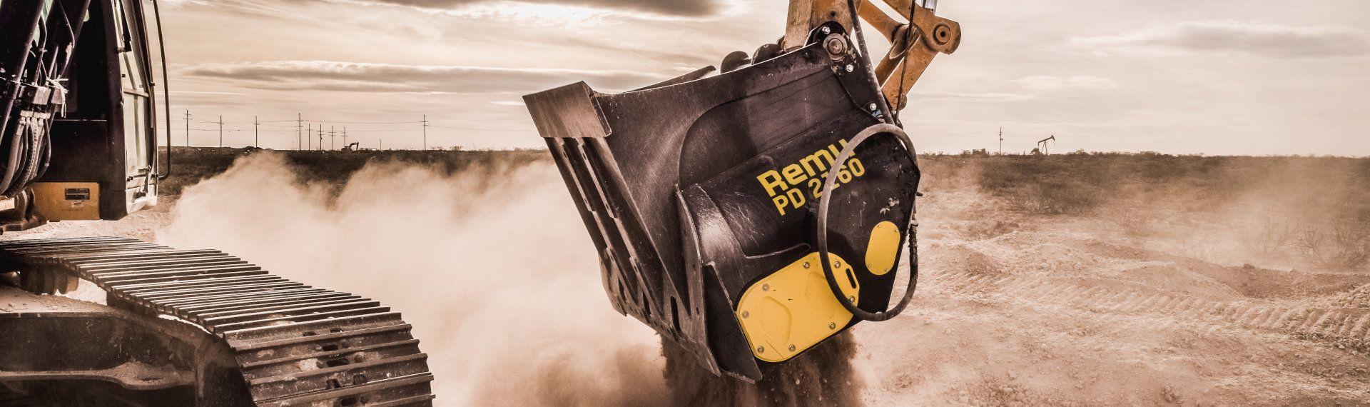 過酷な環境で威力を発揮するRemu社製ふるいバケット