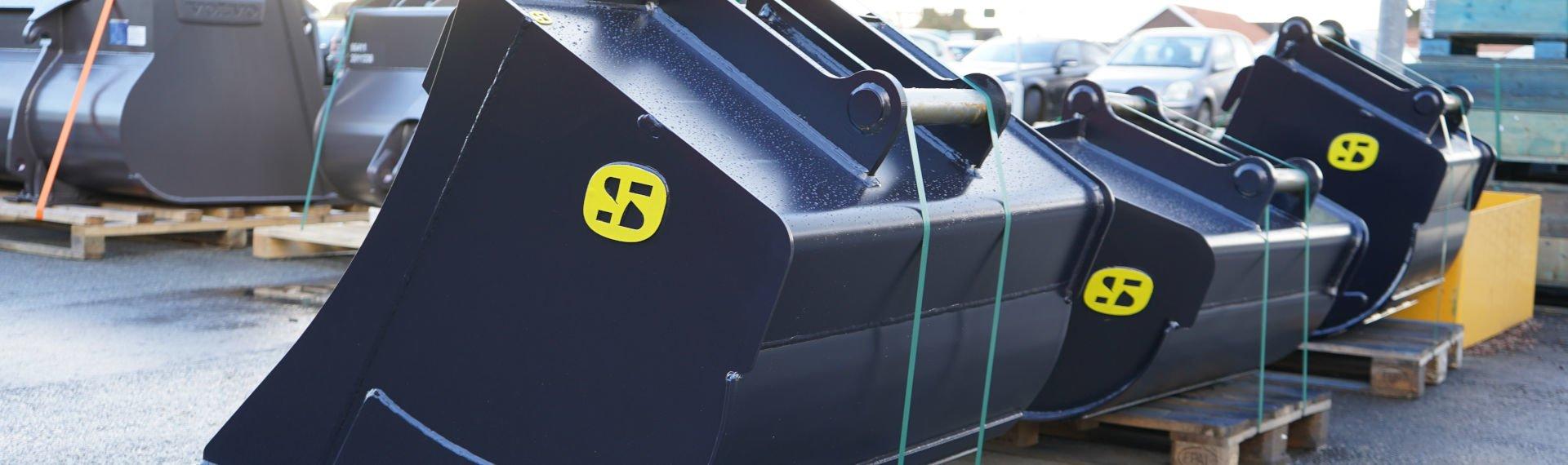 Części czerpaka koparki wykonane z Hardox® 500 Tuf, gotowe do ciężkiej, codziennej pracy