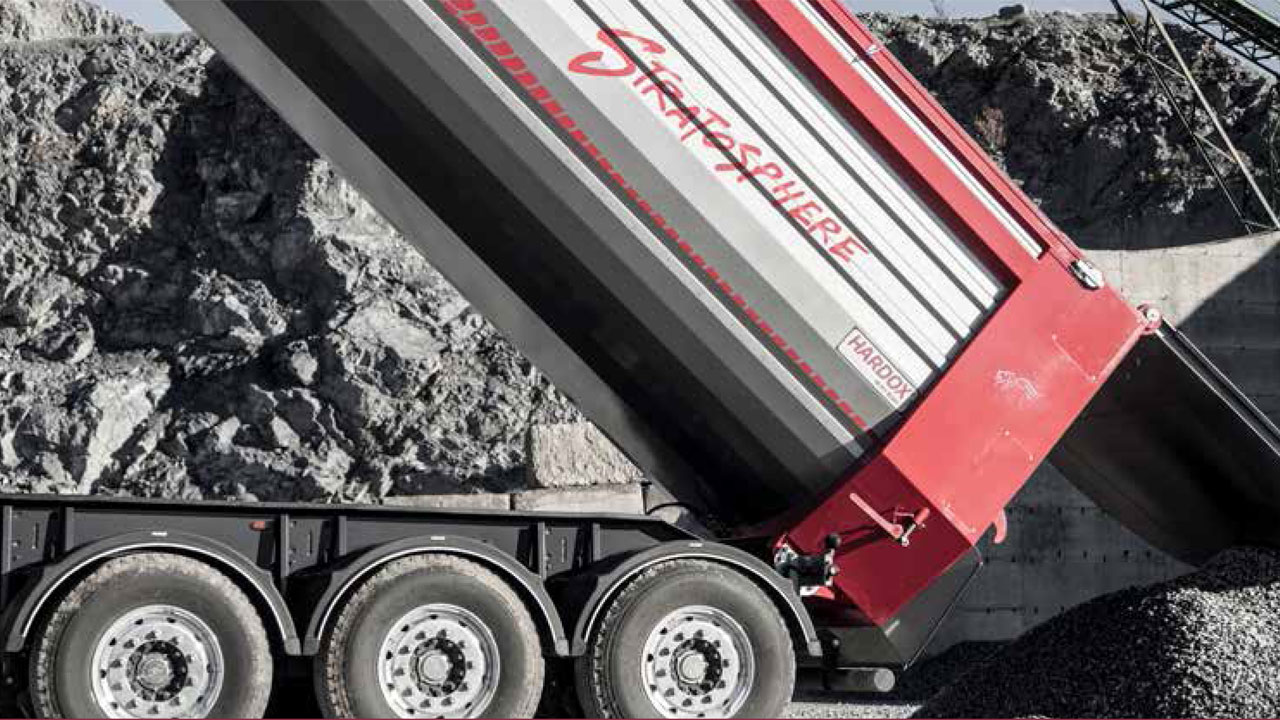 Camion à benne basculante en acier Hardox® 500 Tuf avec une conception conique des panneaux latéraux