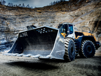 A wheel loader with a huge bucket in an abrasive mining environment