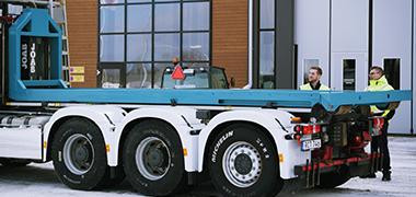 Ingenjörer som inspekterar SSAB:s lastväxlarram