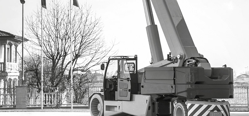 JMG Cranes, electrical pick and carry crane, Italy