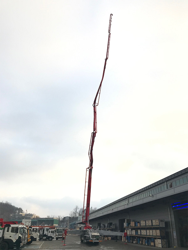An incredibly long yet strong concrete pump boom made in Strenx® 1100 steel, reaching up to the sky