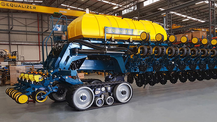 Driving performance with My Inner Strenx® planting and seeding machine by Equalizer